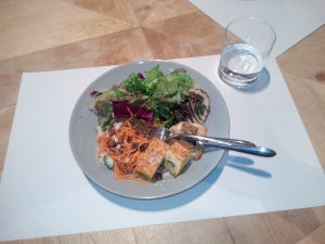 Deli salad plate